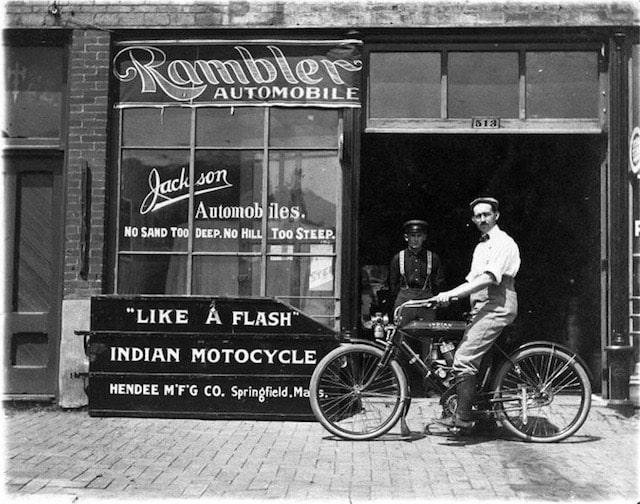 インディアンモーターサイクル-創業当時の写真
